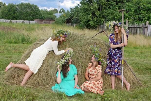 Сельские девчёнки: как живется им без пилинга и стретчинга