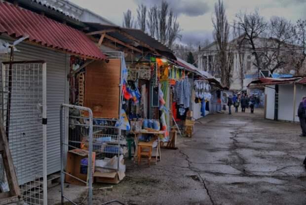 В Севастополе крушат ларьки