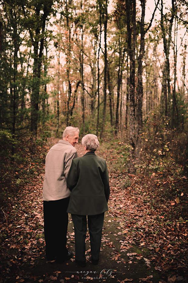Фотосессия прошла в осеннем лесу. Фото: Maegan Lutz.