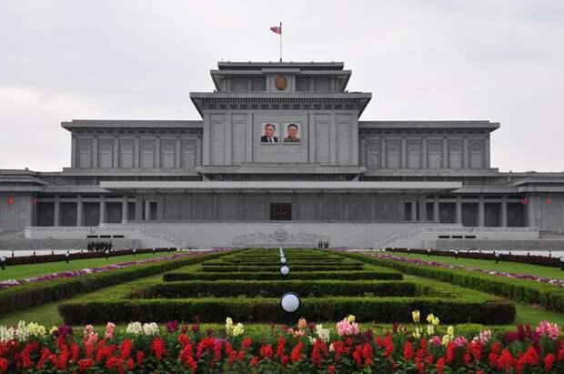 Вот как именно проводят пропаганду в Северной Корее
