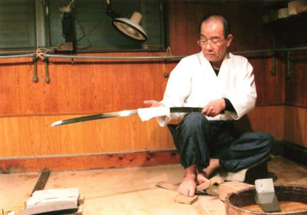 Мастерство полировки также передается из поколения в поколение. /Фото: toukentogishi.files.wordpress.com