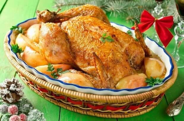 Курица с яблоками в сливочном соусе.