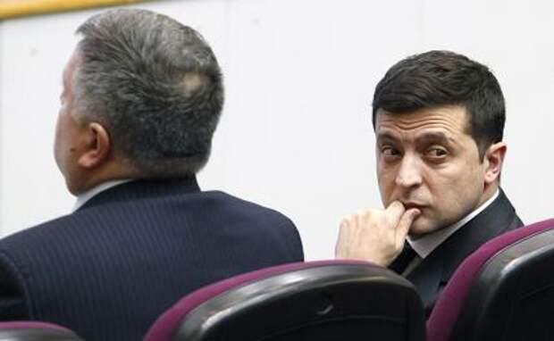 На фото: президент Украины Владимир Зеленский и бывший министр внутренних дел Украины Арсен Аваков (справа налево)