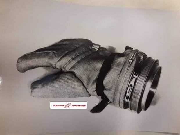 Реализация возможности пребывания Гагарина в условиях вакуума без перчаток