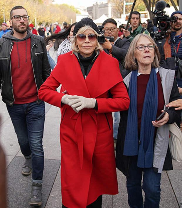 """Джейн Фонда высказалась против шопинга: """"Я уже 8 месяцев не покупаю одежду"""""""