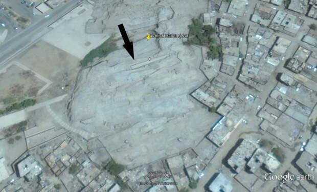 Рис. 8. Карьер в Асуане, незаконченный обелиск (Image©2016 DigitalGlobe)