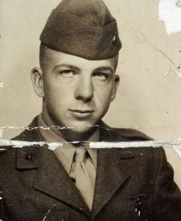 В 17 лет Харви Ли Освальд поступил на службу в морскую пехоту США, а в 20 лет уволился в запас.