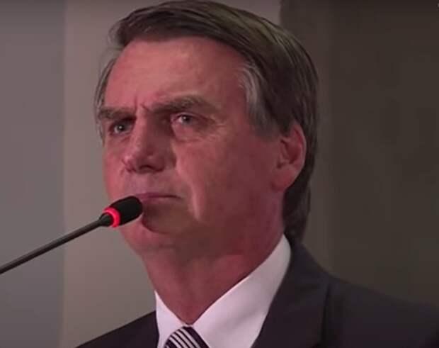 Президента Бразилии госпитализировали из-за непрекращающейся две недели икоты