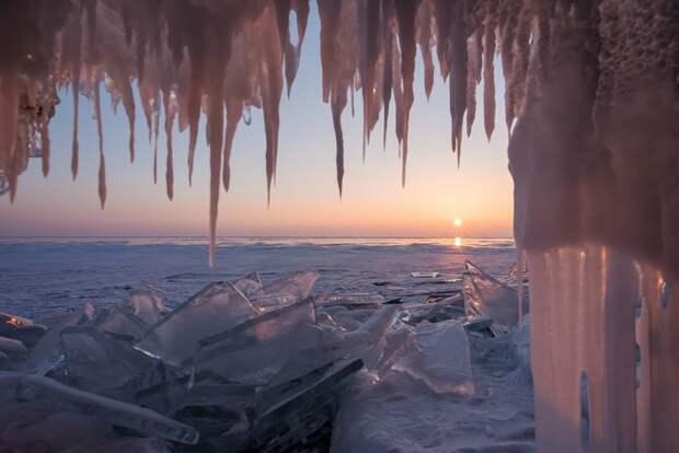 Ledyanoj-grot-na-ozere-Bajkal-Irkutskaya-oblast-avtor-ekaterina-vashigina