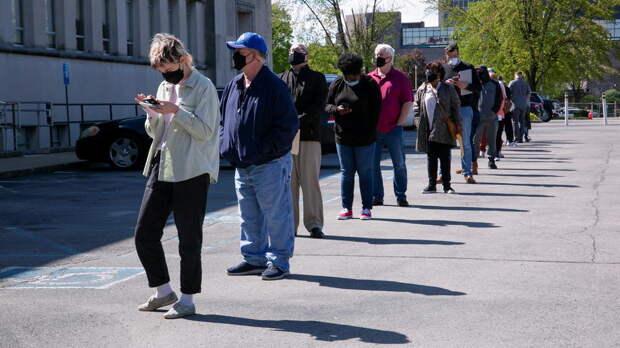 Почти 10 млн безработных американцев остались без поддержки властей