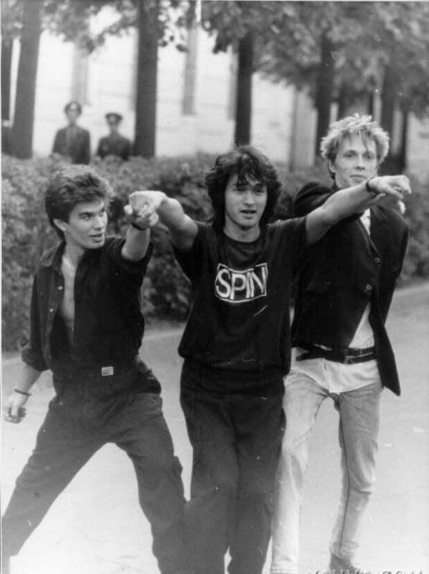 Юрий Каспарян,Виктор Цой и Игорь Борисов(бывший гитарист Кино) на 6-ом Рок-фесте.1988 год. история, ретро, фото