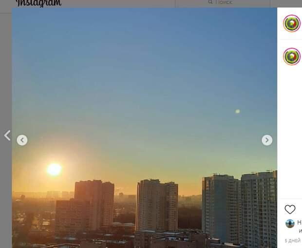 Фото дня: луна и солнце на 2-ой Вольской