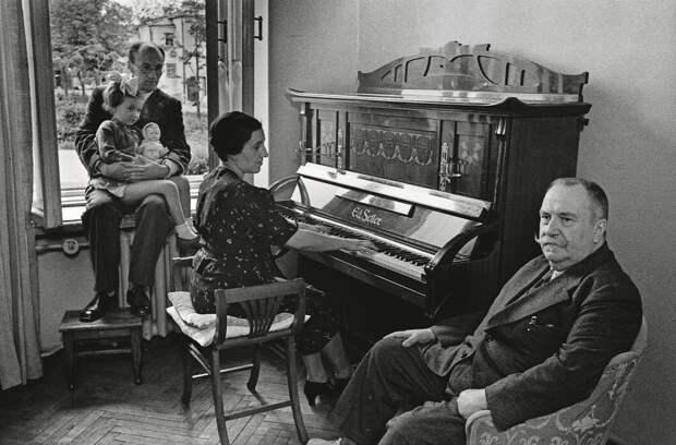 Хирург Вишневский с семьей
