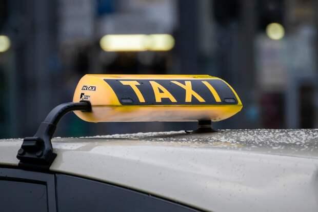 Судимым запретят работать в такси