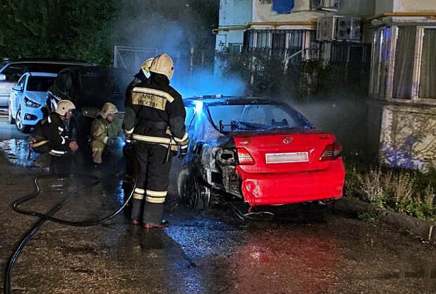 В Севастополе сгорела Toyota Corolla