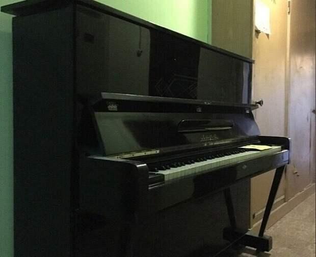 Фортепиано в подъезде