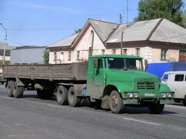 А это – пример нижегородского тюнинга. Фотка Олега Чалкова, 2005 год. авто, автотюнинг, грузовик, краз, самосвал, советская техника, тюнинг, тягач