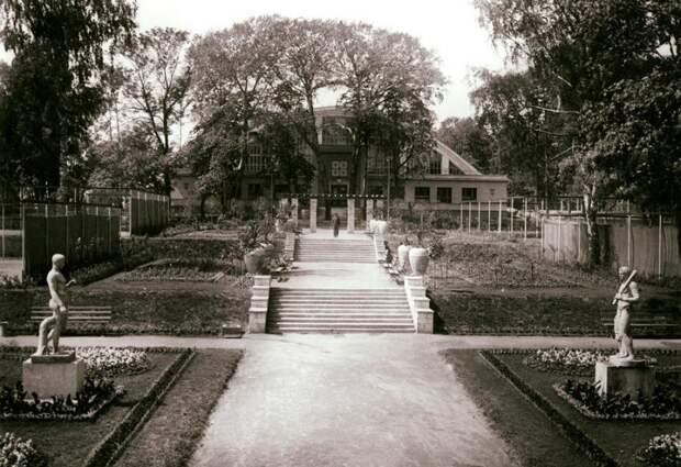 Античные статуи и фонтаны: каким предстал Петровский парк на старых фотографиях