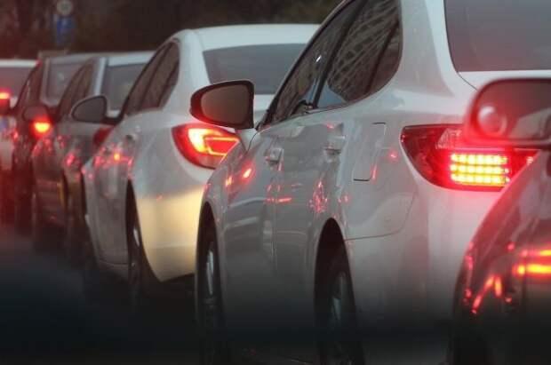 МВД не планирует увеличивать штраф за пользование телефоном при вождении