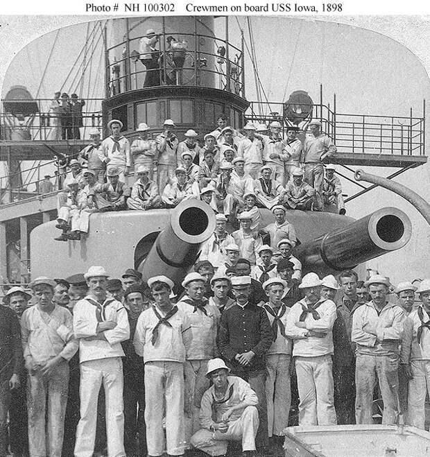 US_Navy_Battleship_USS_Iowa_BB-4_Crewmen_Pose_1898.jpg