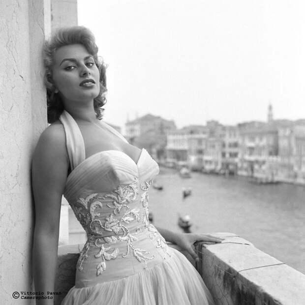 Редкие фотографии известных людей, отдыхающих в Венеции в 1950-60-е годы 2