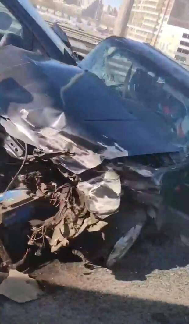 «ГАЗель» устроила ДТП на КАД и скрылась. Пробка растянулась на 5 км и заползла на ЗСД