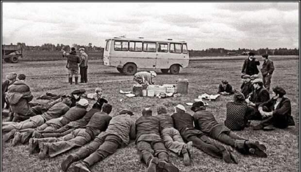 Есть три вещи, на которые можно смотреть бесконечно: огонь, вода и советские фотографии.