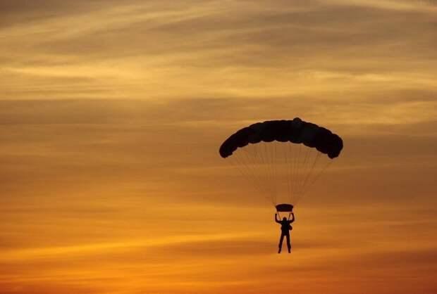В Миассе парашютист выжил после падение с километровой высоты