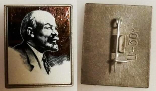 Первым ситалловым значком был «Ильич» / Фото: auction.ru