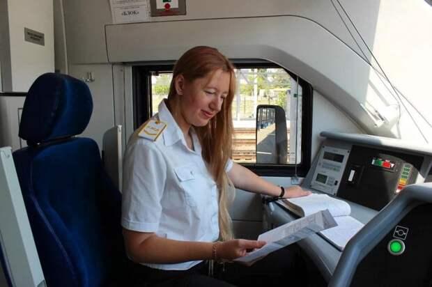 На Крымской железной дороге женщина впервые стала помощником машиниста