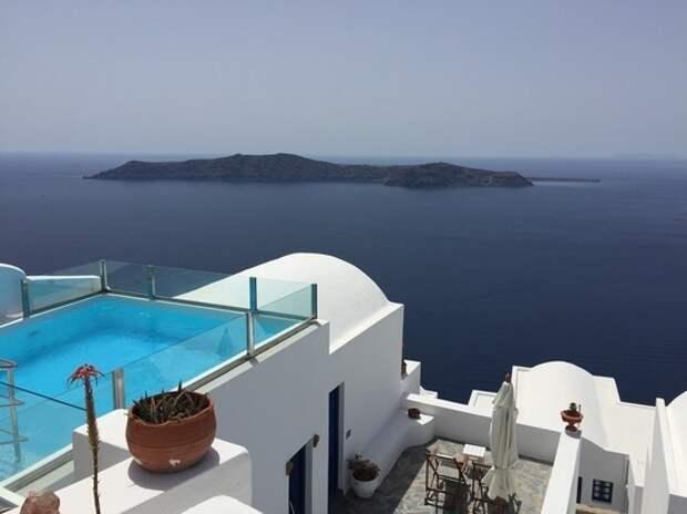 Греческие отели в преддверие наплыва российских туристов выносят лишнюю мебель