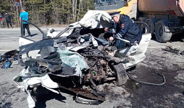 Натрассе Тюмень— Екатеринбург вмассовой аварии погиб человек и4 пострадали