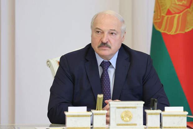 Лукашенко запретил белорусским аэропортам принимать самолёты с Украины