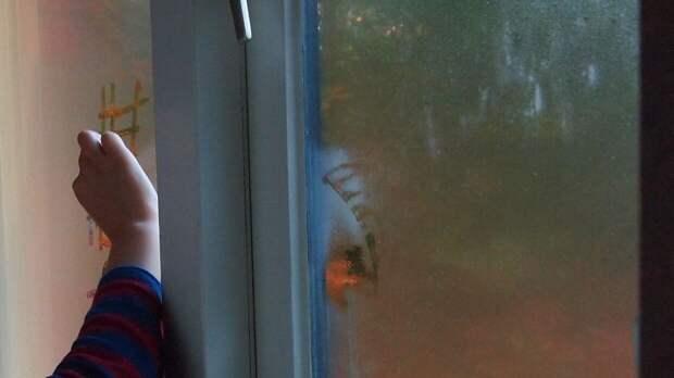 Маленькую девочку нашли под окнами жилого дома в Можайске