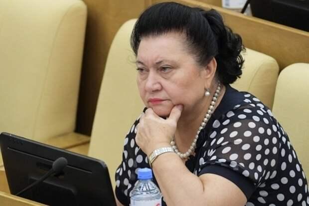 Депутат ЕР о рекомендации Медведева направить зарплаты членов партии врачам: я уже отдала бедным людям