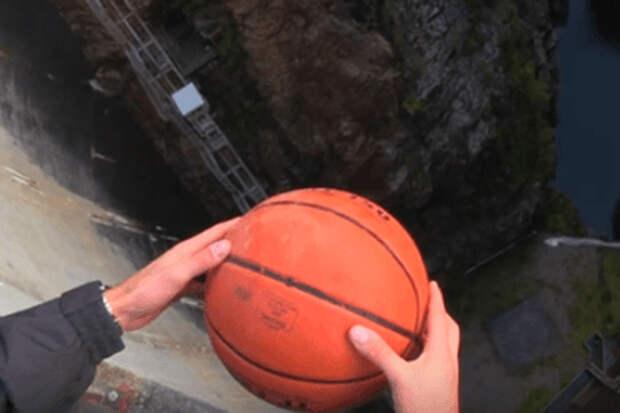 Сбрасываем мяч с огромной высоты