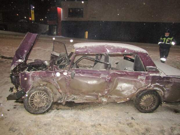 В Ижевске водитель «семерки» погиб при столкновении с троллейбусом