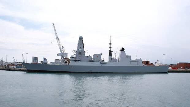 Жители Британии назвали поражением стрельбу по эсминцу ВМС Великобритании в Черном море