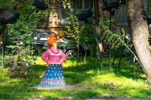 Фото дня: сказочные герои поселились на Октябрьской