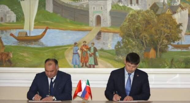 Подписи под документом поставили Министр энергетики и промышленности Республики Кыргызстан Кубанычбек Турдубаев и заместитель генерального директора ПАО