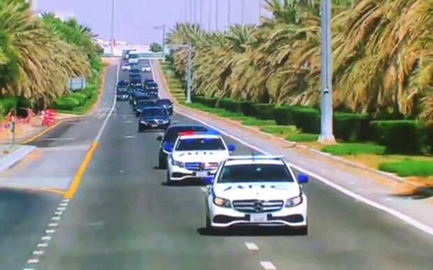 Путина в ОАЭ сопровождали машины, но с надписью ДПС