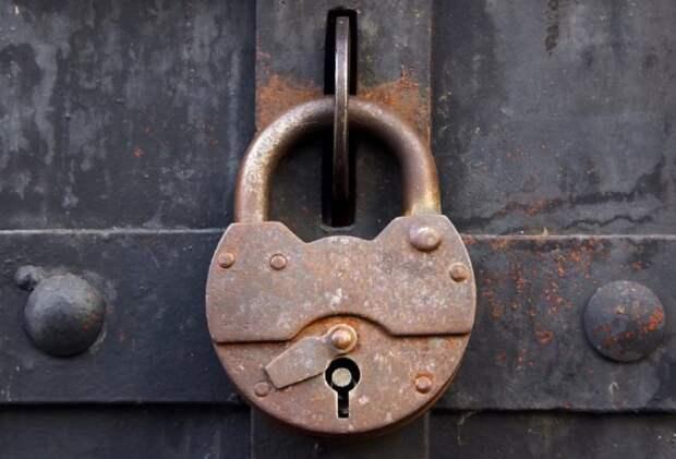 Первые дверные замки обнаружили еще в Древнем Египте / Фото: upload.metrologu.ru