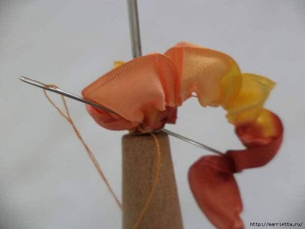 Миниатюрные цветы из ленточек. Мастер-классы (4) (700x525, 167Kb)