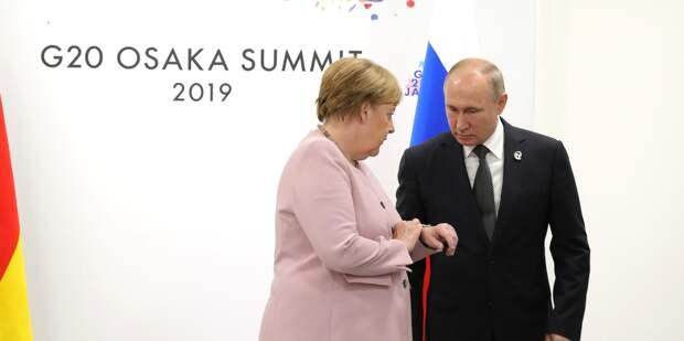 Меркель потерялась во времени и пространстве после общения с Путиным