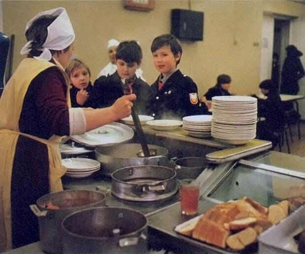 Кошмарная еда нашего детства: рассольник, рыбные тефтели и молоко с пенками