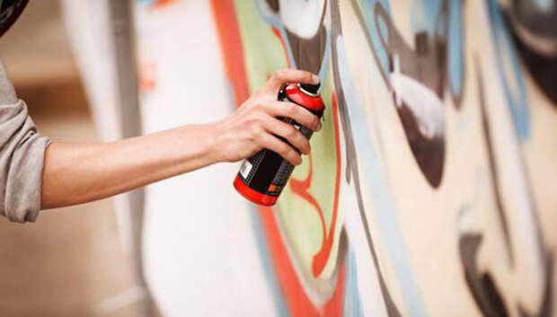 Незаконное граффити на электрощите удалили в Подольске по просьбе жителя