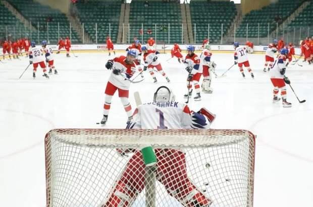 Сборная РФ по хоккею со счётом 11:1 обыграла чехов в матче юниорского ЧМ