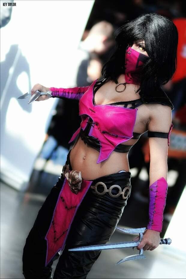 """Mortal Kombat-Косплей: Очаровательная и опасная Милина (Mileena) в исполнении красивой и талантливой Соффки """"Sonikella"""" Мальцевой"""