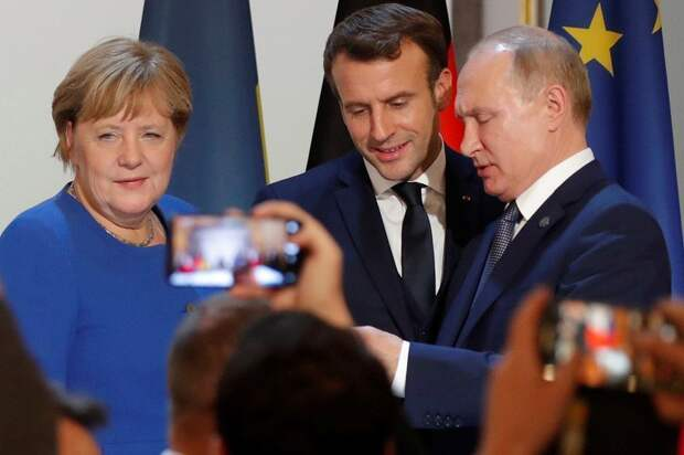 FT: Меркель и Макрон предложили ЕС провести встречу с Путиным