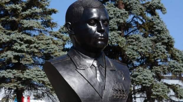 В Донецке открыли памятник Захарченко в годовщину его гибели